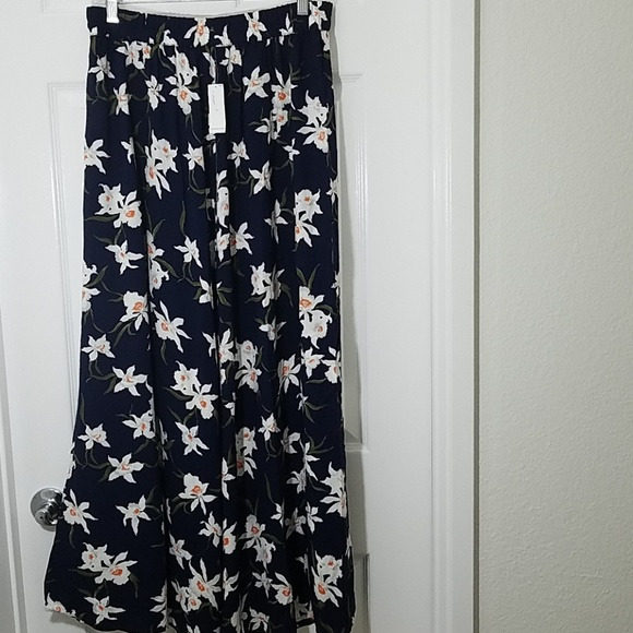 Old Navy Dresses & Skirts - Old Navy Floral Maxi Skirt